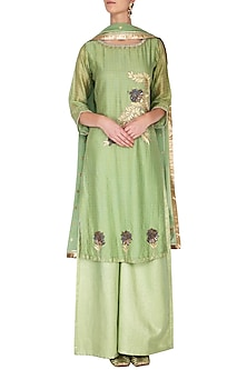 Green thread embroidered kurta set by Breathe By Aakanksha Singh