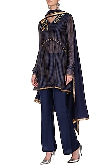 Blue embroidered kurta set by Breathe By Aakanksha Singh