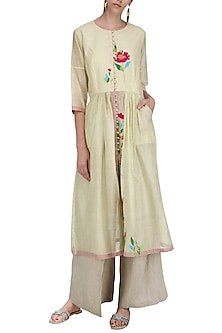 Off White Thread Work Kurta Set by Breathe By Aakanksha Singh