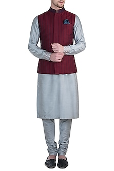 Maroon embroidered bundi jacket by BUBBER COUTURE