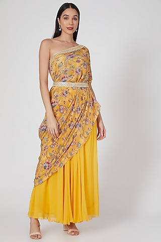 Yellow Printed Palazzo Pant Set With Belt by Chhavvi Aggarwal