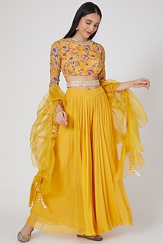 Yellow Printed & Embroidered Palazzo Pant Set by Chhavvi Aggarwal