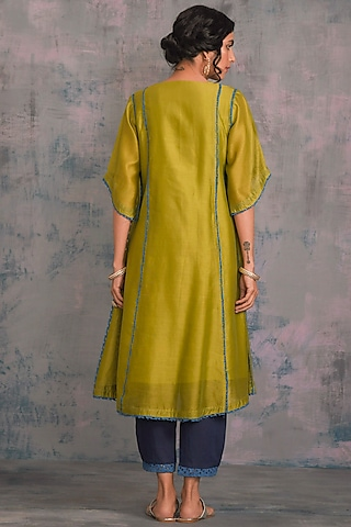 Berry Green Embellished Kurta Set With Tie-Up by Charkhee