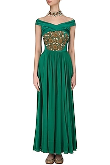 Green Off Shoulder Zardozi Embroidered Anarkali Set by Chhavvi Aggarwal