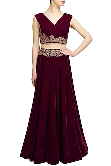 Wine dabka and zardozi embroidered crop top and skirt set by Chhavvi Aggarwal