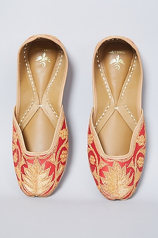 Red Tilla Embroidered Juttis by CILWANA STUDIO