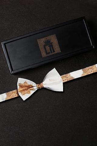 White Printed Bow Tie Set by Cosa Nostraa