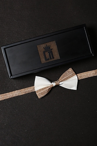 White Bold Chain Printed Bow Tie Set by Cosa Nostraa