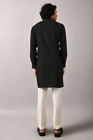 Black Kurta With Open Front by Countrymade