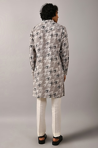 Grey Houndstooth Printed Kurta by Countrymade