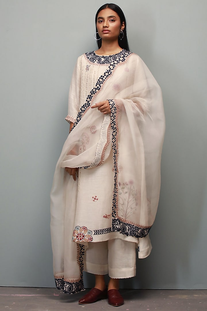Champa Hand Embroidered Kurta Set by Divyam Mehta