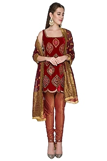 Red Zardosi Embroidered Kurta Set by Diva'ni