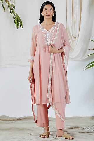 Blush Pink Embroidered Kurta Set by Devyani Mehrotra