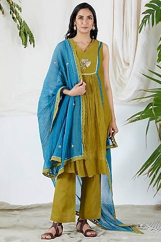 Mehendi Green Embroidered Kurta Set by Devyani Mehrotra