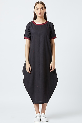 Black Cowl Dress With Side Pockets by Doodlage