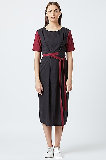 Black Knotted Dress With Side Pockets by Doodlage