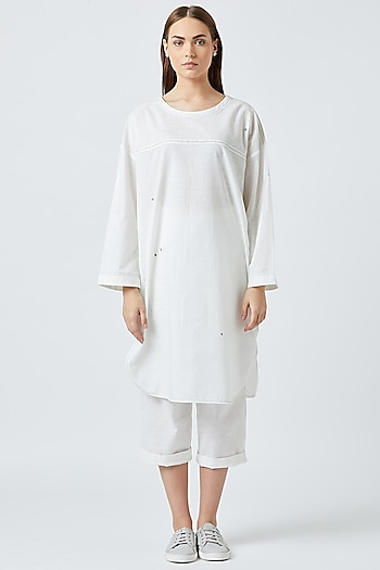 White Oversized Tunic With Back Pockets by Doodlage