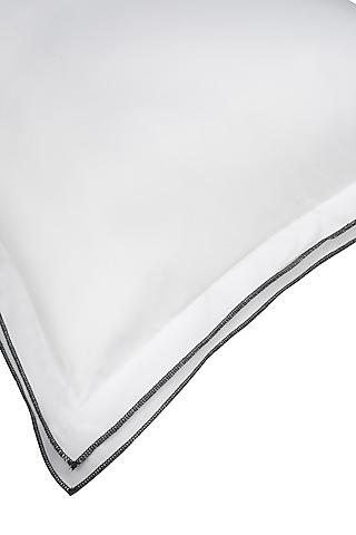 White Cotton Bedsheet Set by Veda Homes