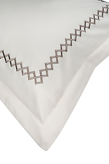 Cream Cotton Bedsheet Set by Veda Homes