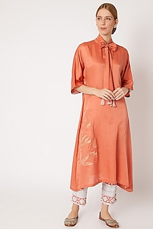 Coral Kurta With White Printed Pants by Devnaagri