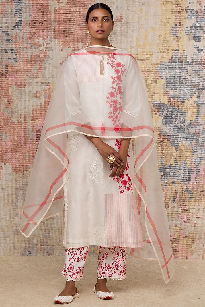Ivory Thread Embroidered Kurta Set by Devnaagri