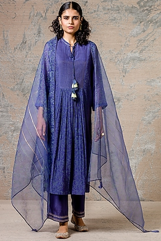 Ink Blue Kurta Set With Zari Detailing by Devnaagri