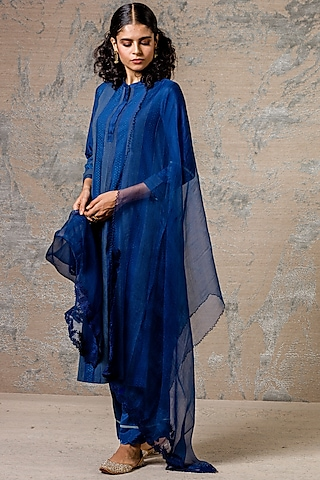 Blue Kurta Set With Lace Detailing by Devnaagri