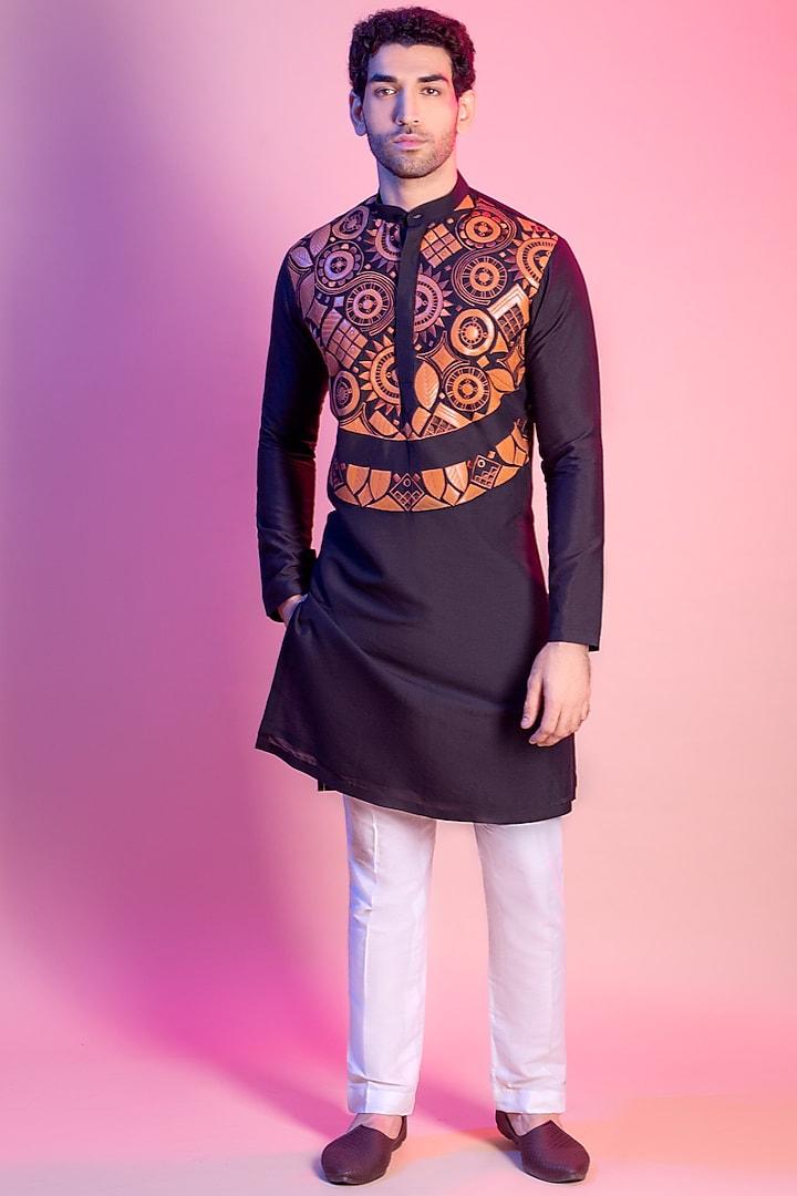 Black Geometric Embroidered Kurta by Diya Rajvvir Men