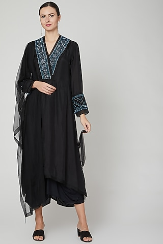 Black Embroidered Kurti With Dupatta by Ekta Singh