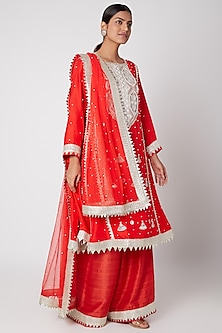 Red Embroidered Kaliwala Kurta Set by Ekta Singh