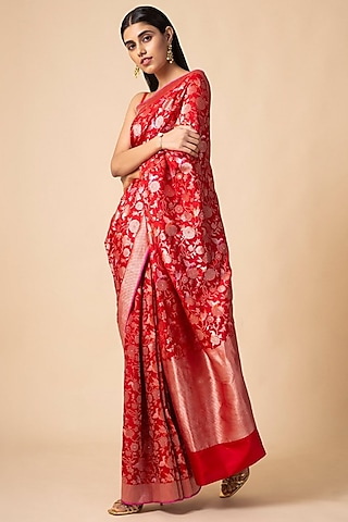 Red Saree Set With Floral Pattern by Ekaya