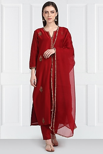Maroon Embroidered Kurta Set by Label Earthen
