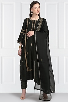 Mehendi Green Butti Embroidered Kurta Set by Label Earthen