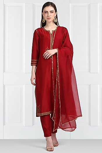 Red Hand Embroidered Kurta Set by Label Earthen