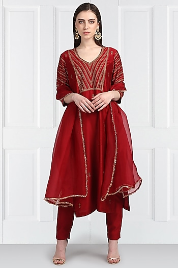 Red Zari Embroidered Kurta Set by Label Earthen