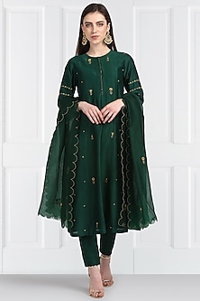 Emerald Green Floral Embroidered Kurta Set by Label Earthen