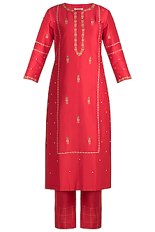 Red Embroidered Kurta With Pants by Label Earthen