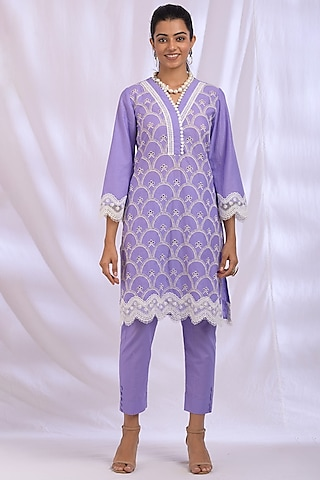 Lilac Kurta With Lace Detailing by Enaarah