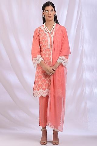 Peach Kurta With Lace Detailing by Enaarah
