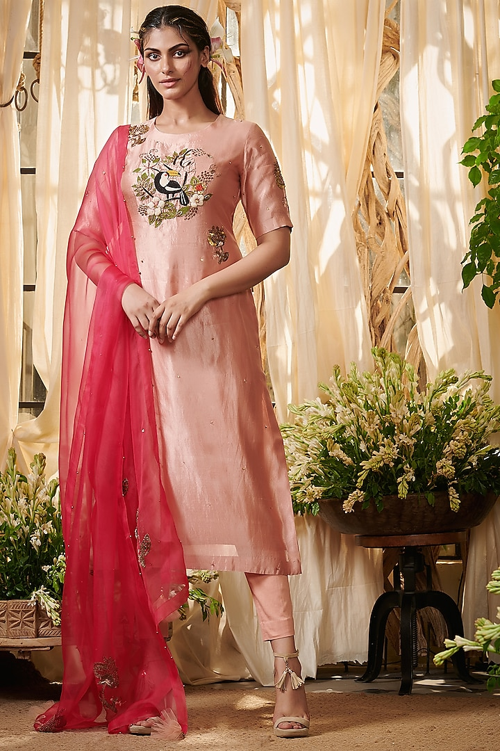 Peach Floral Embroidered Kurta Set by Gazal Gupta