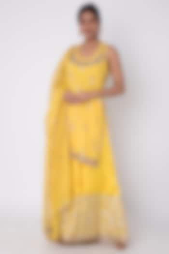 Yellow Embroidered Kurta Set by GOPI VAID