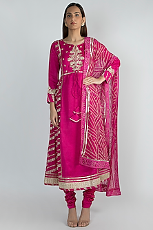 Fuchsia Embroidered Kurta Se by GOPI VAID