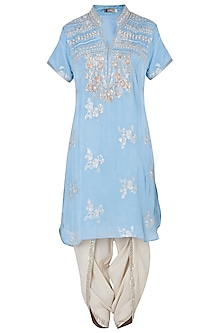 Powder blue embroidered kurta set by GOPI VAID