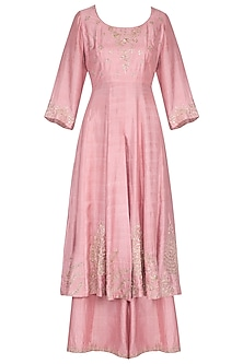 Onion pink dabka embroidered kurta set by Garo