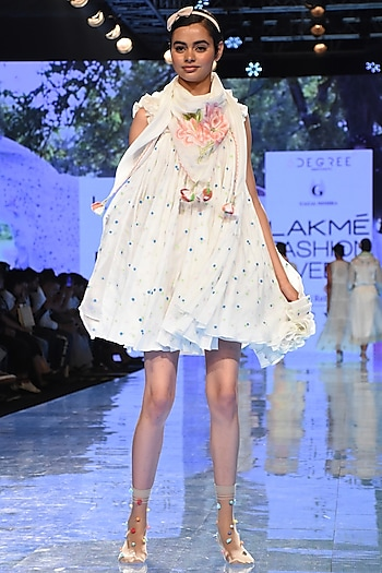White Delicate Embroidered Scarf by Gazal Mishra