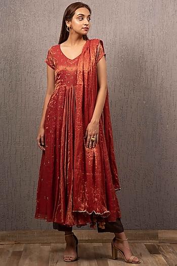 Red Embroidered Kalidar Kurta Set by Gazal Mishra