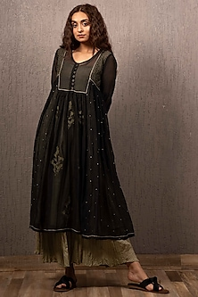 Black Embroidered Kurta With Pants by Gazal Mishra