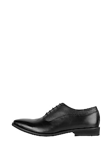 Black Printed Formal Shoes by Harper Woods