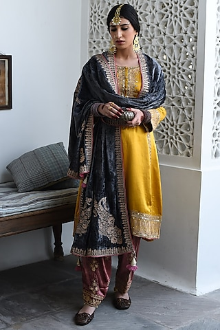Yellow Embroidered Kurta Set by Heena Kochhar