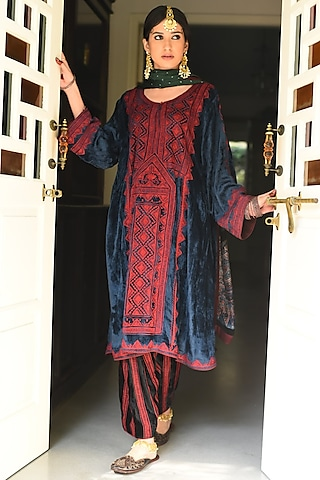 Teal Blue Embroidered Kurta Set by Heena Kochhar
